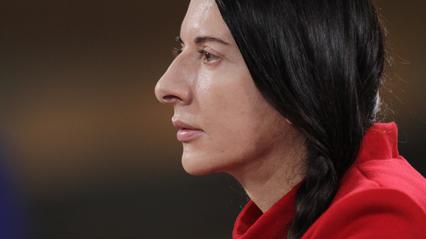 דוק אביב: מרינה אברמוביץ: האמנית הנוכחת