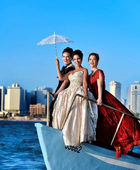 סולני האופרה שרים לנמל תל אביב.