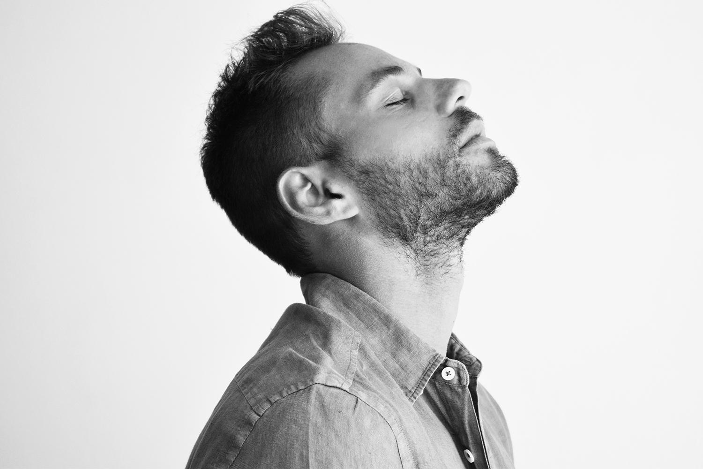 תום אקו - מופע השקה הסינגל הראשון ״לא אשכח״
