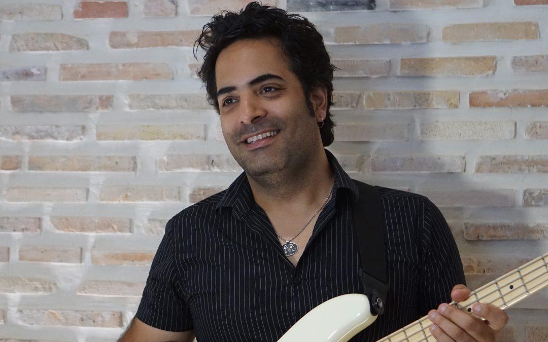מופע השקה לספר ביכורים של המוזיקאי והיוצר אמיר עמרמי