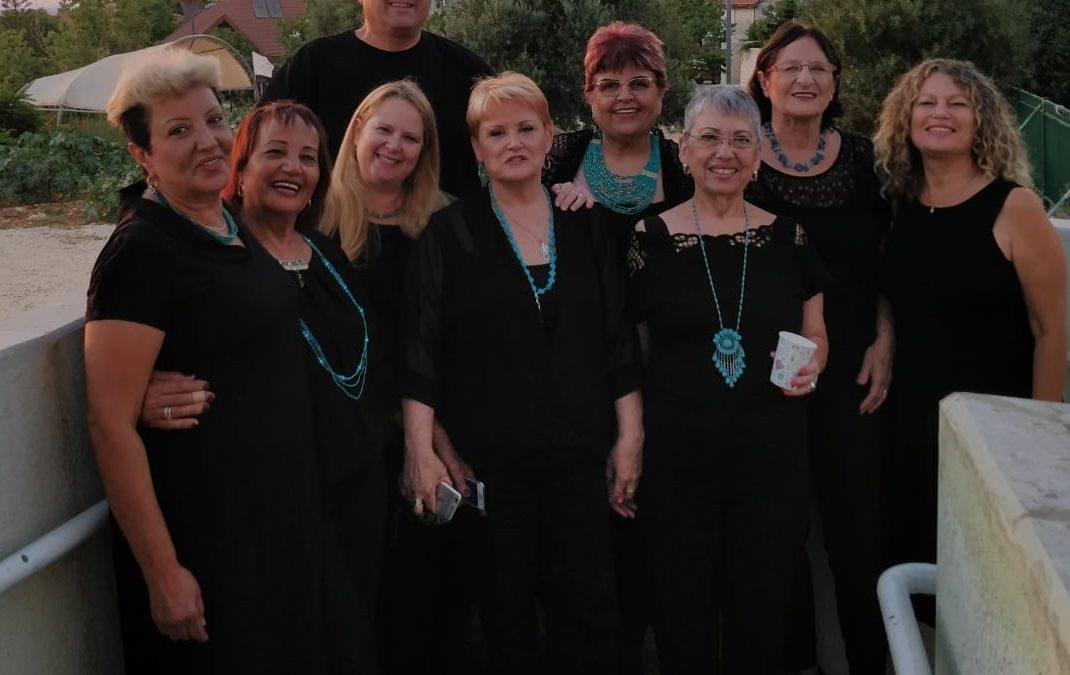 אנסמבל הנשים הרמוניה מציגה בעיקר אקפלה
